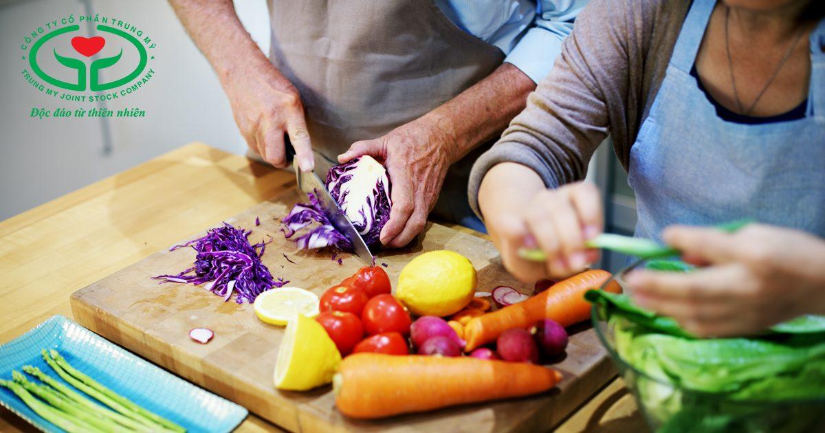Ăn nhiều rau quả sẽ giúp thị lực mau hồi phục sau mổ đục thủy tinh thể